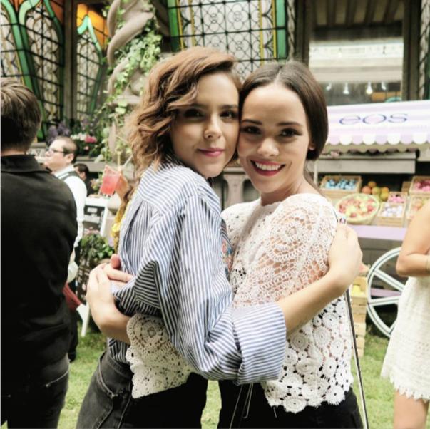 Yuya y Lilia Cortés en el evento Eos México